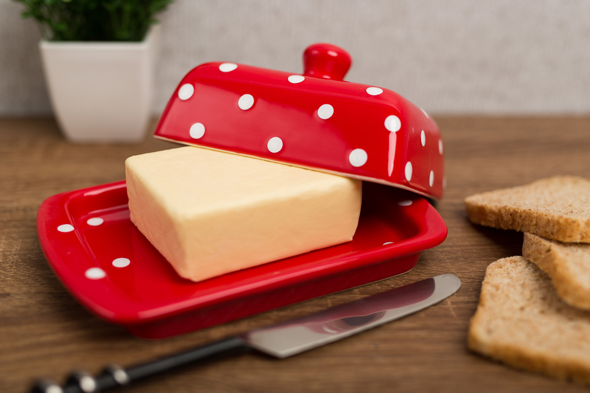 red-and-white-polka-dot-butter-dish2